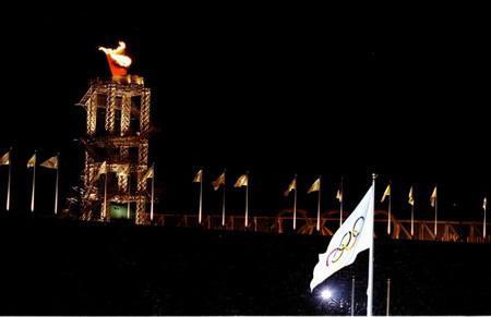 奥林匹克旗帜在闭幕式现场高高飘扬