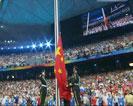升国旗,唱《中华人民共和国国歌》